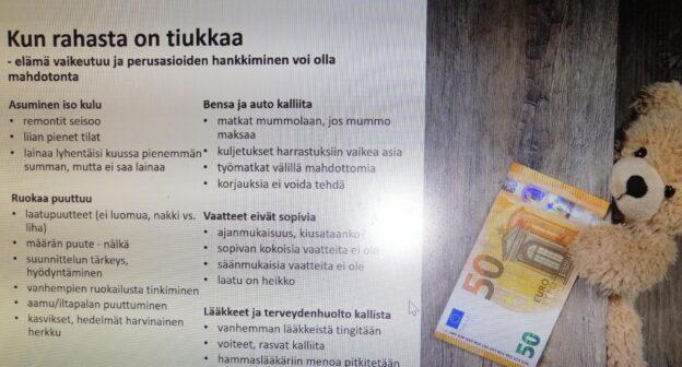 Pehmonalle, jolla kädessä 50 euroa, joka ei riitä kuvassa mainittuihin menoihin.